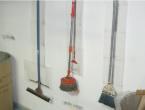 私達は器具・工具・薬品等の定位置化を進め作業効率を高めています。